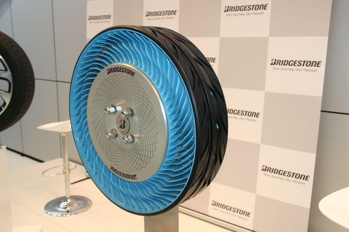 paris 2014 pneu sans air bridgestone air free concept non pneumatic tire. Black Bedroom Furniture Sets. Home Design Ideas