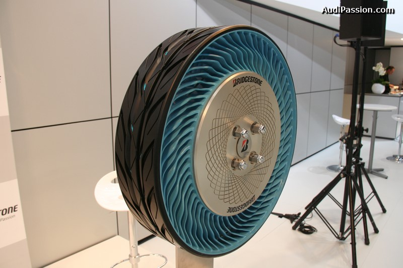 paris-2014-bridgestone-air-free-concept-tire-004