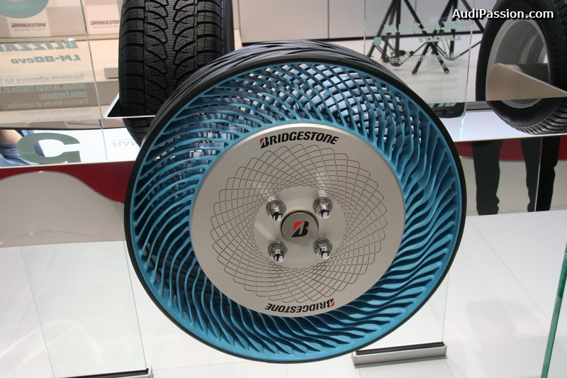 paris-2014-bridgestone-air-free-concept-tire-005