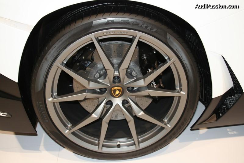 pirelli-pzero-lamborghini-aventador-roadster-002