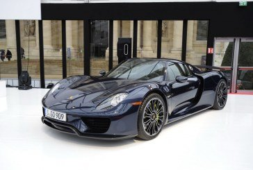 Le Macan et la Porsche 918 Spyder en exclusivité au Dôme des Invalides