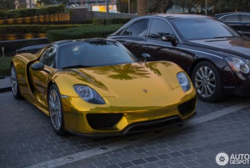 Une Porsche 918 Spyder avec Pack Weissach en or