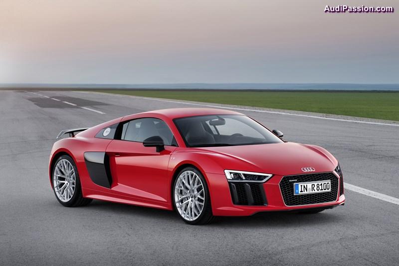 Standaufnahme     Farbe: Dynamitrot    Verbrauchsangaben Audi R8:Kraftstoffverbrauch kombiniert in l/100 km: 12,4 ? 11,8; CO2-Emission kombiniert in g/km: 289 - 275
