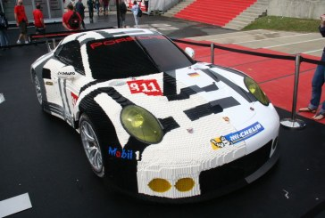 Une Porsche 911 RSR à 50% en LEGO aux 24 Heures du Mans 2015