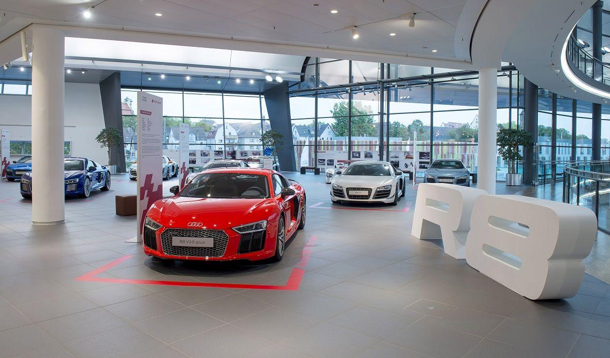 Exposition Audi R8 à l'Audi Forum Neckarsulm - 4900 ch en un même lieu