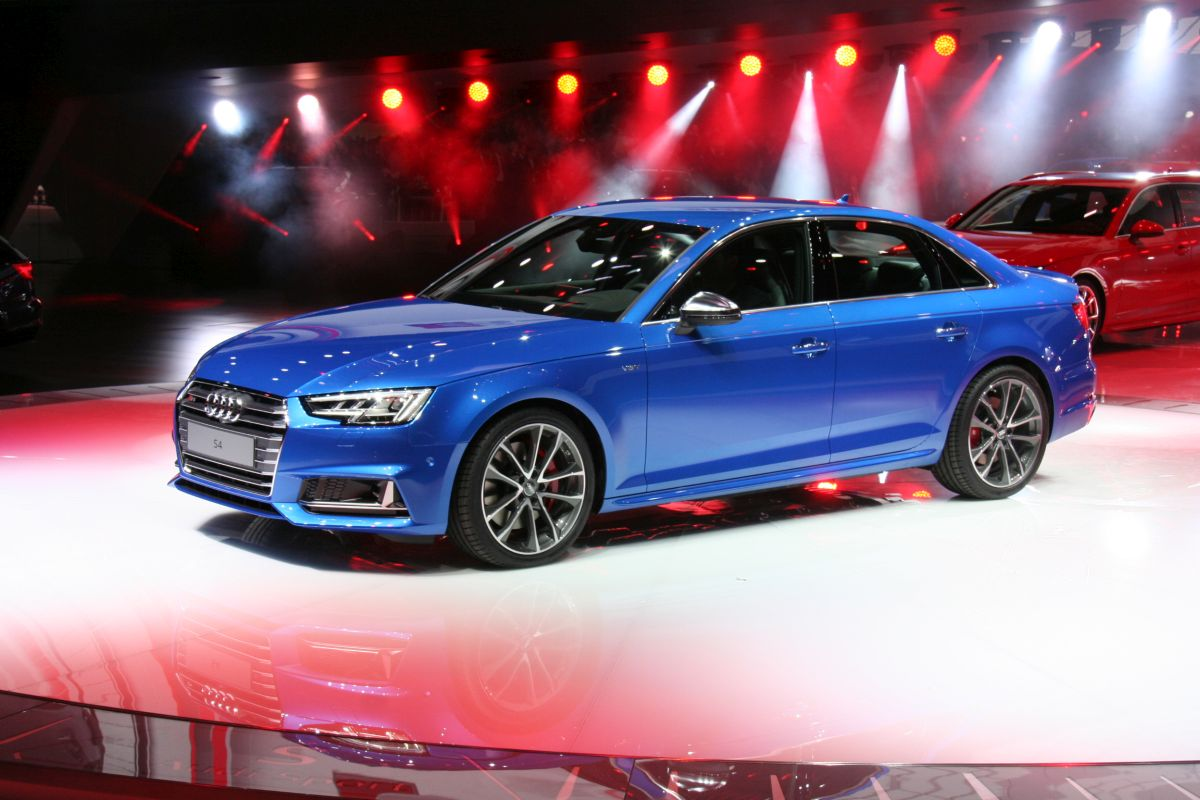 Live IAA 2015 - Audi S4 B9 berline en détail