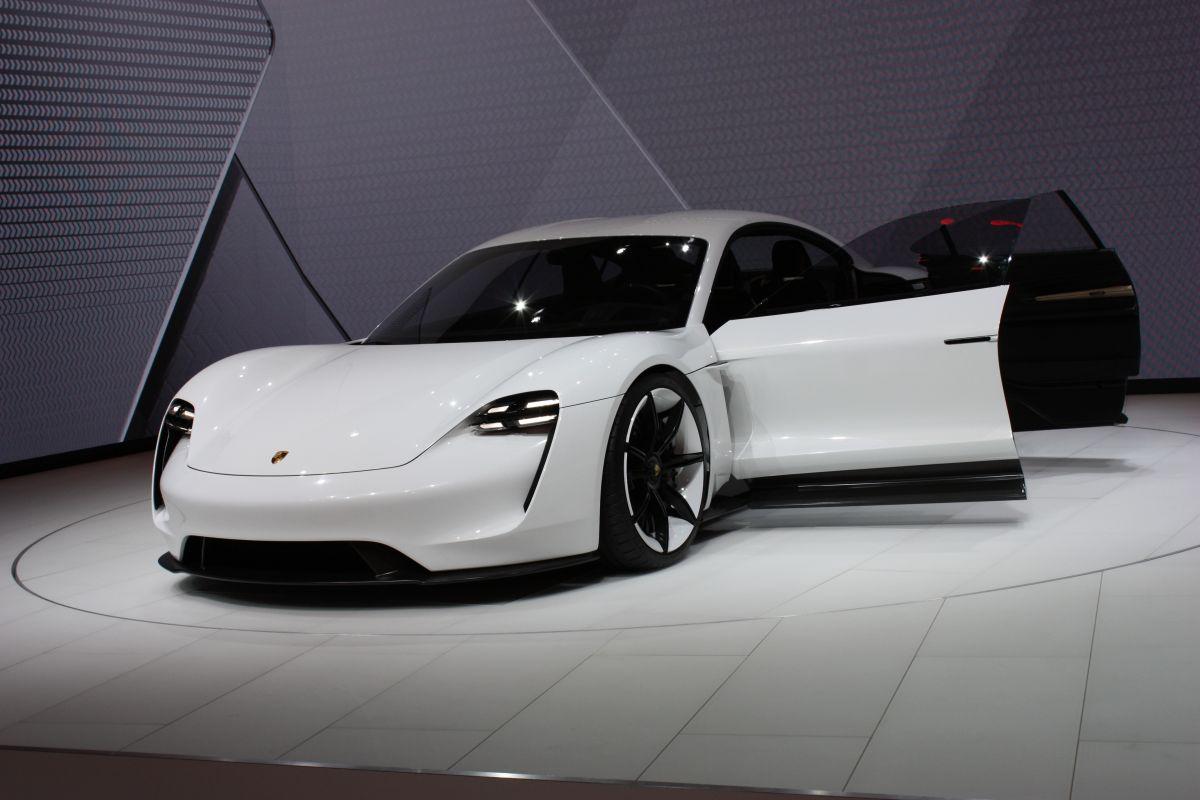 Live IAA 2015 - Porsche Mission E concept en détail