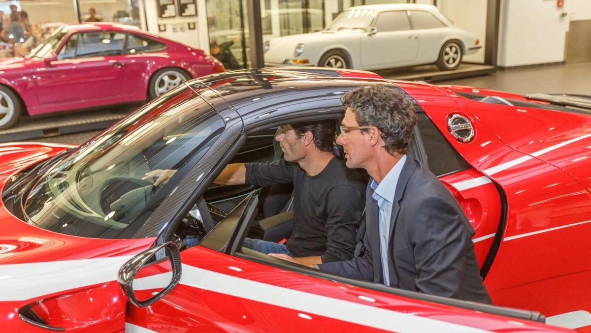Livraison de la Porsche 918 Spyder de Mark Webber à Zuffenhausen