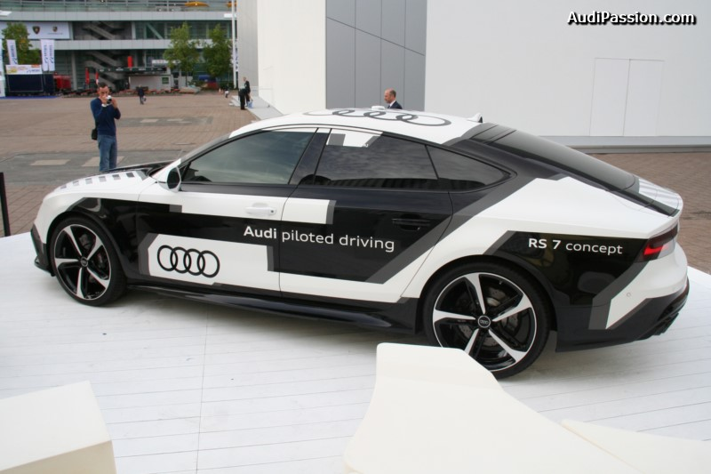 iaa-2015-recharge-audi-a3-etron-piloted-driving-011