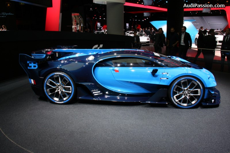 iaa-2015-video-stand-bugatti