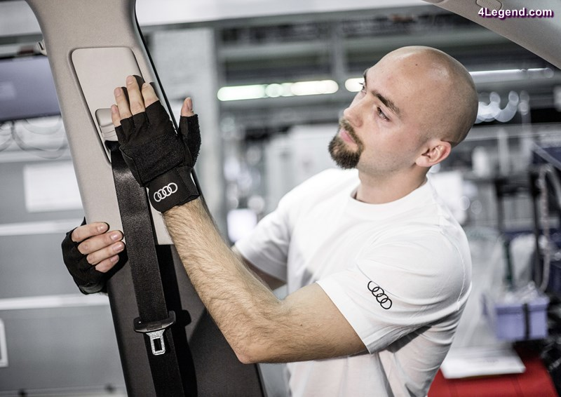 Employees at the plants in Ingolstadt, Neckarsulm, Brussels and Győr are currently testing new medical gloves. These so called production orthoses reduce pressure stress with many assembly tasks by more than 50 percent.