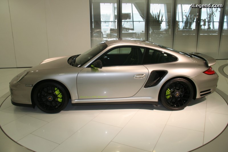porsche-911-turbo-s-edition-918-spyder-001