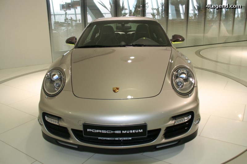 porsche 911 turbo s edition 918 spyder une dition. Black Bedroom Furniture Sets. Home Design Ideas