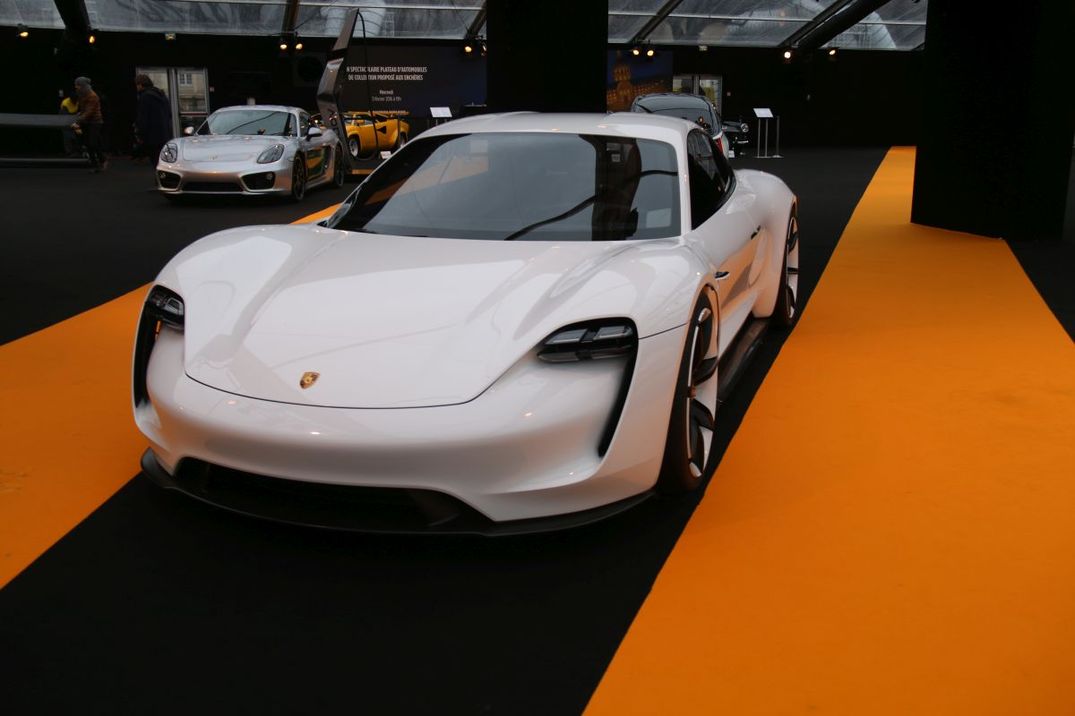 La Porsche Mission E élue plus beau concept car de l'année au Festival Automobile International 2016
