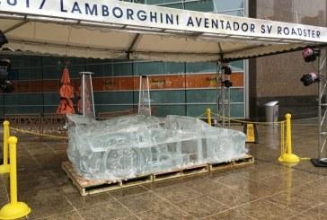 Des voitures taillées dans la glace dans les rues de Detroit – Audi, Lamborghini, Bugatti