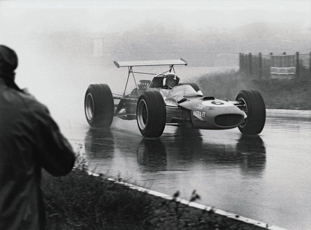 La campagne « Great Fightbacks » de Dunlop fait revivre les plus grands exploits des sports mécaniques