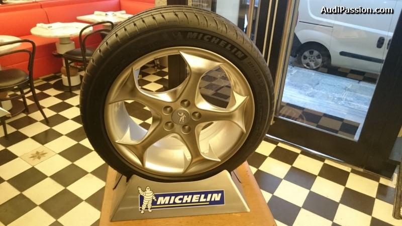 michelin lance un pop up store sur pour le pneu michelin pilot sport 4. Black Bedroom Furniture Sets. Home Design Ideas