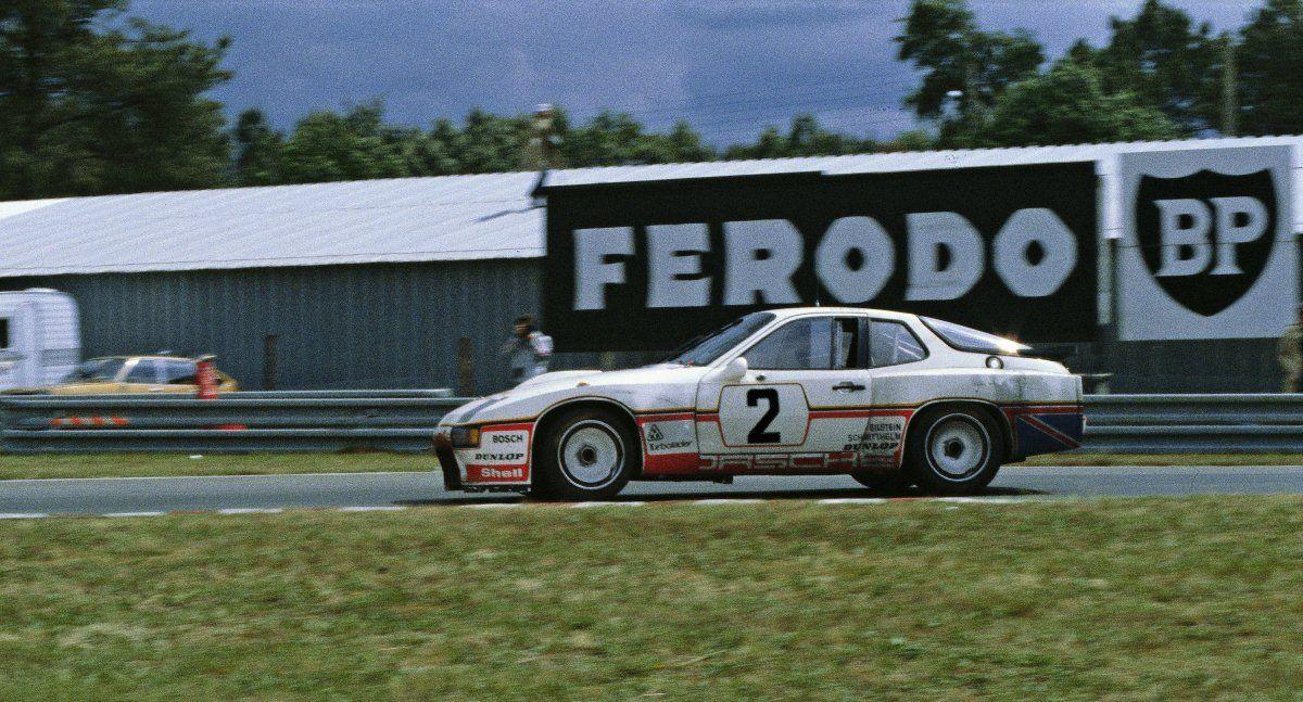 Restauration de la Porsche 924 Carrera GT Le Mans de 1980
