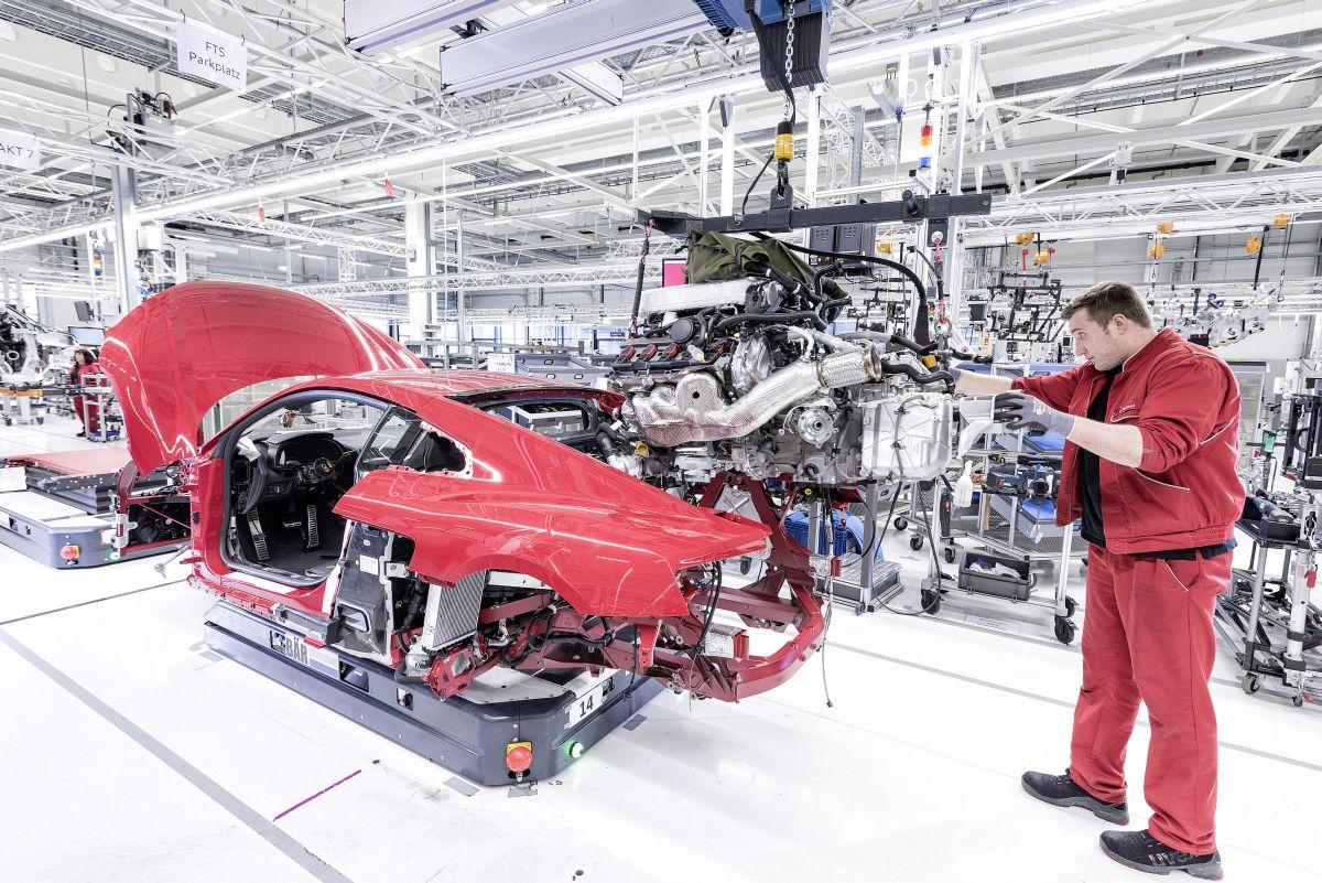 Un prix pour l'usine de fabrication de l'Audi R8 avec ses charriots autonomes