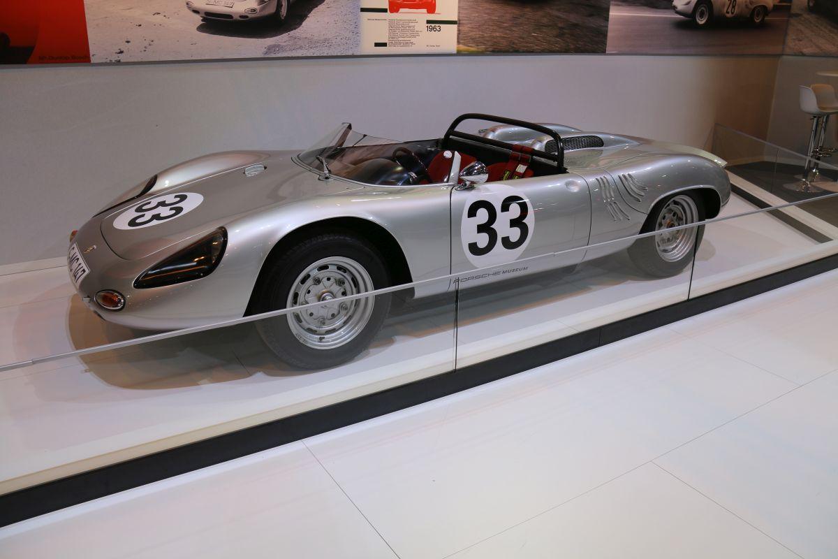 Rétromobile 2016 - Porsche 718 W-RS Spyder de 1961 sur le stand Porsche