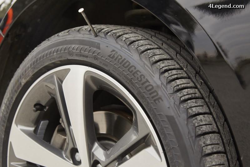 nouveau pneu bridgestone driveguard permettant de continuer rouler en cas de crevaison. Black Bedroom Furniture Sets. Home Design Ideas