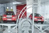 """Exposition """"Variations en rouge"""" à l'Audi museum mobile"""