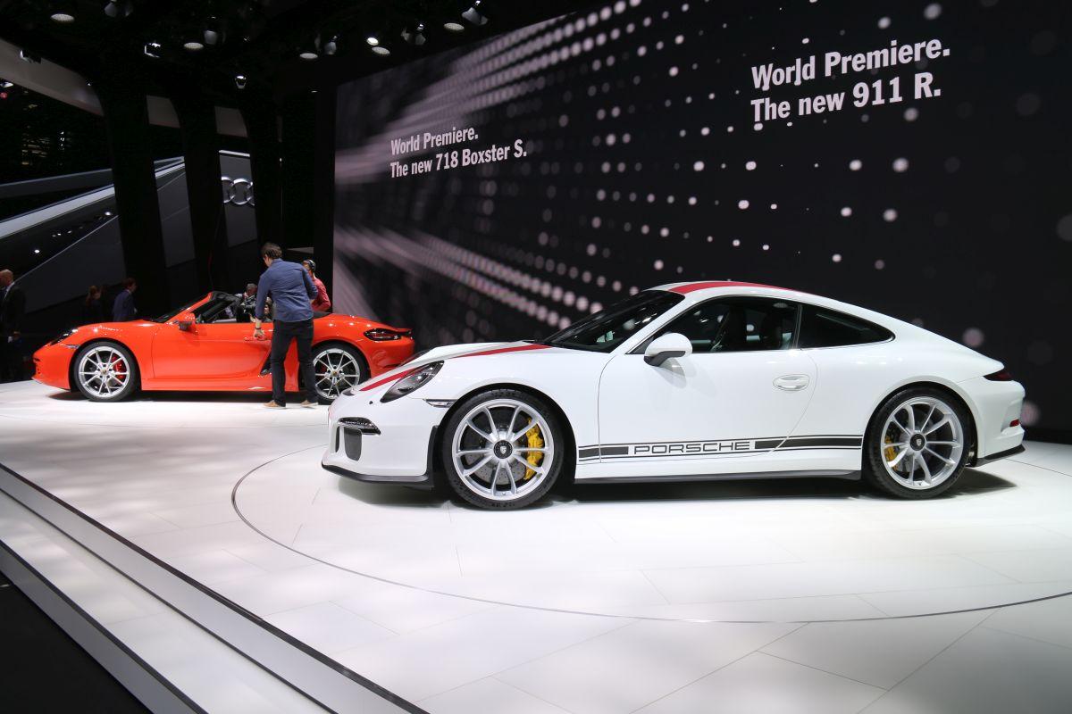 Genève 2016 - Stand Porsche avec les 911 R et 718 Boxster en première mondiale