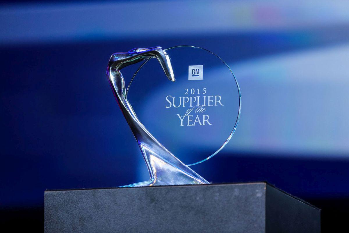 Bridgestone reçoit le prix de Fournisseur de l'année 2015 de General Motors