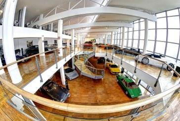 """Exposition d'ART """"Velocità e Colore"""" commémorant les 50 ans de la Miura au musée Lamborghini"""