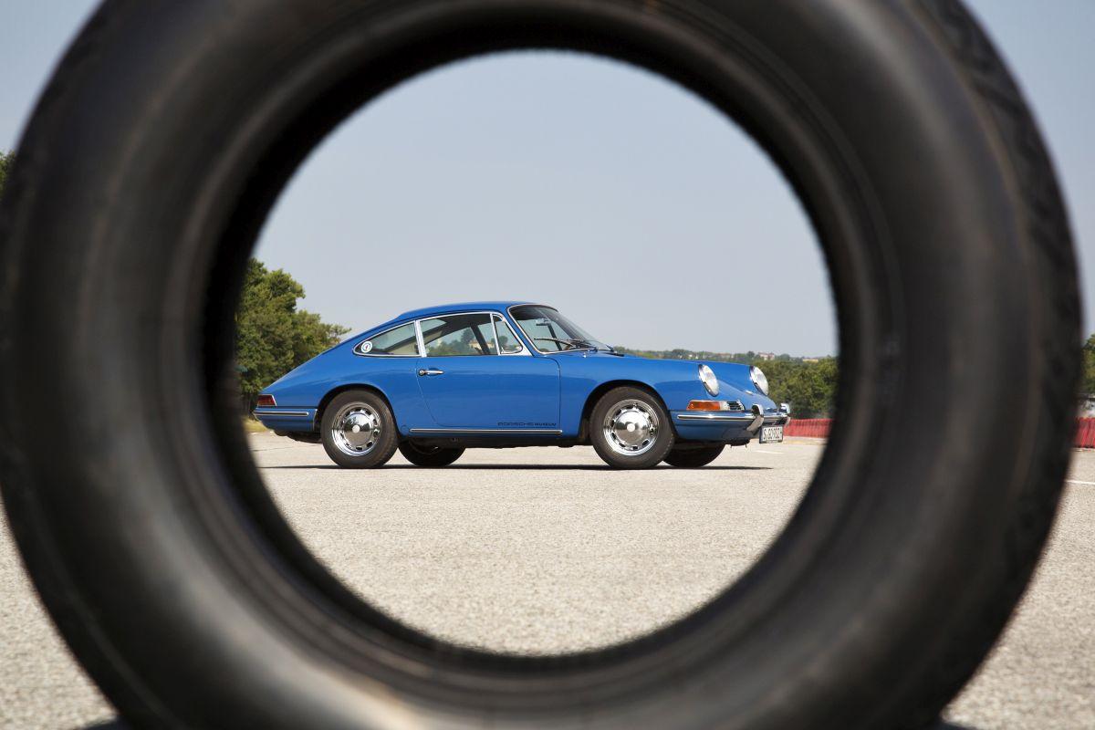 Porsche propose de nouveaux pneus pour ses voitures historiques - La technologie moderne avec un design original