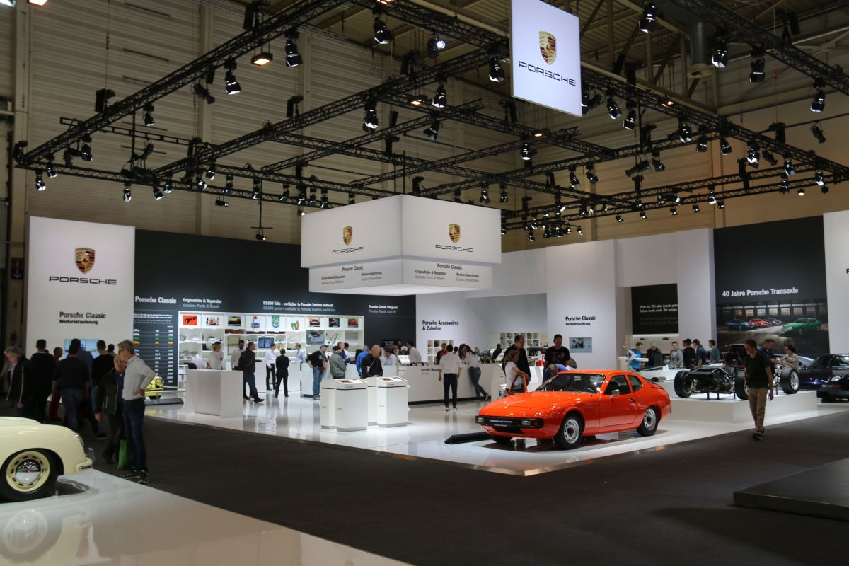 Techno Classica 2016 - Stand Porsche célébrant les 40 ans des Porsche à moteur avant