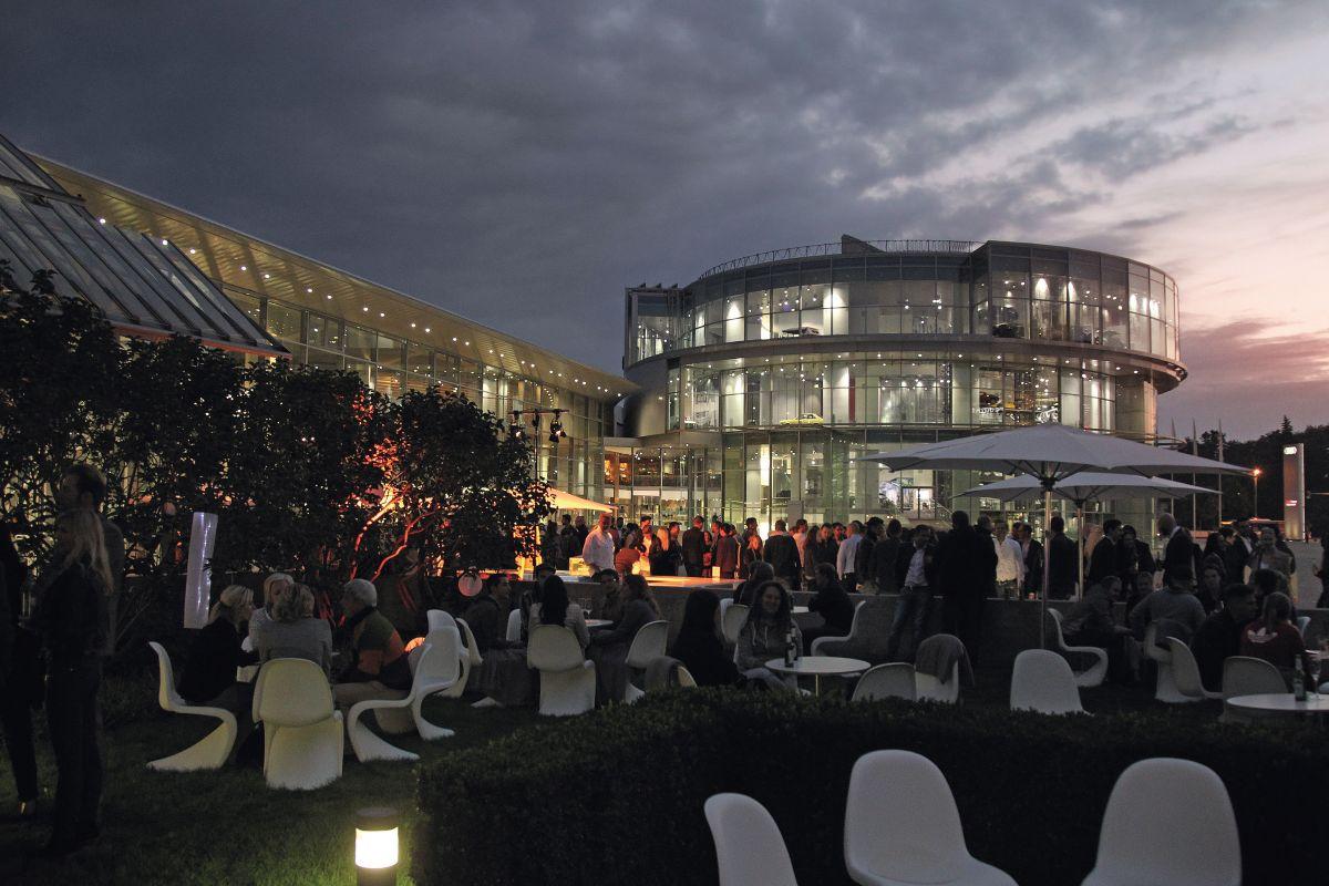 « Audi Late Light Show » : un show spectaculaire pour la première mondiale de la nouvelle Audi A5 Coupé