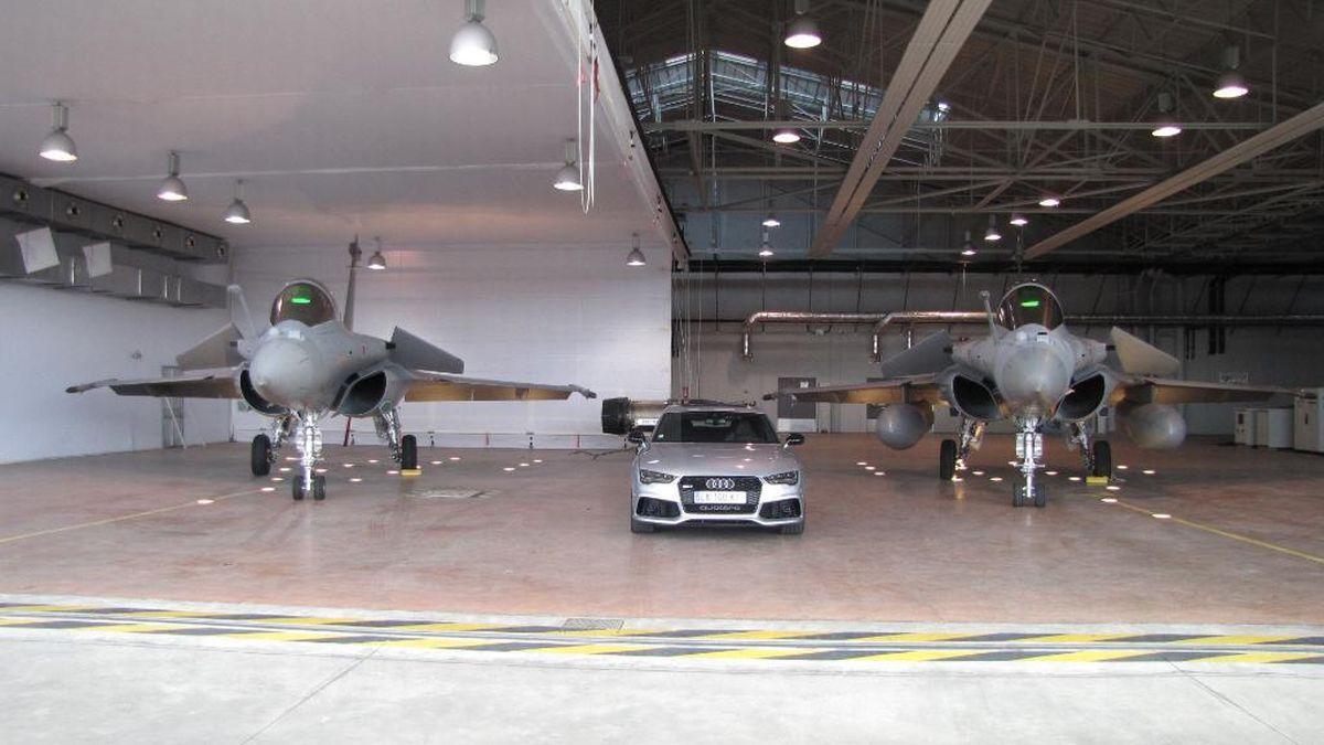 Les fleurons Audi contre le fleuron de l'Armée de l'Air - Des Audi de 600 ch sur la Piste d'envol