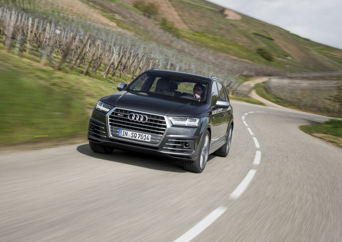 L'Audi SQ7 TDI remporte l'Autocar Innovation Award 2016 pour ses technologies 48 V