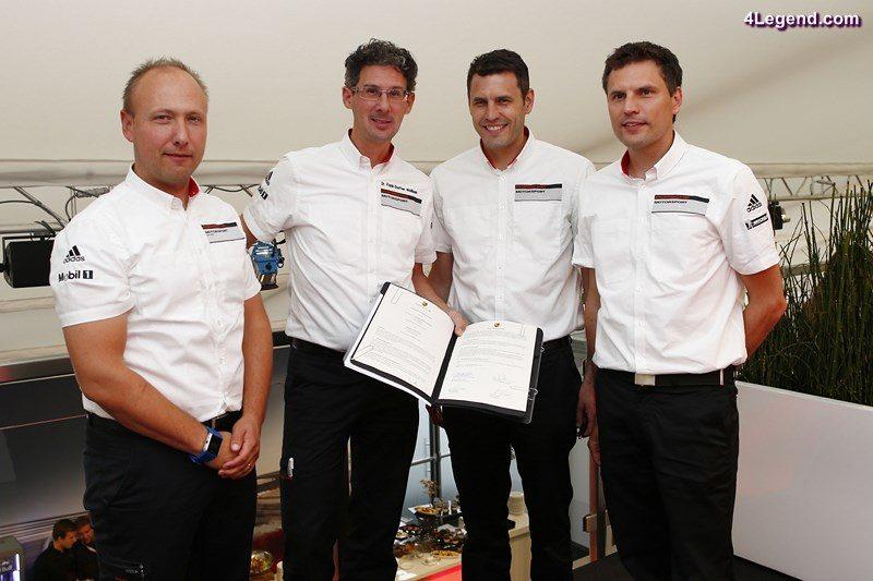 Marco Ujhasi (Gesamtprojektleiter GT Werksmotorsport), Dr. Frank-Steffen Walliser (Porsche-Motorsportchef), Nicolas und Martin Raeder (Geschaeftsfuehrer Manthey-Racing) (l-r)