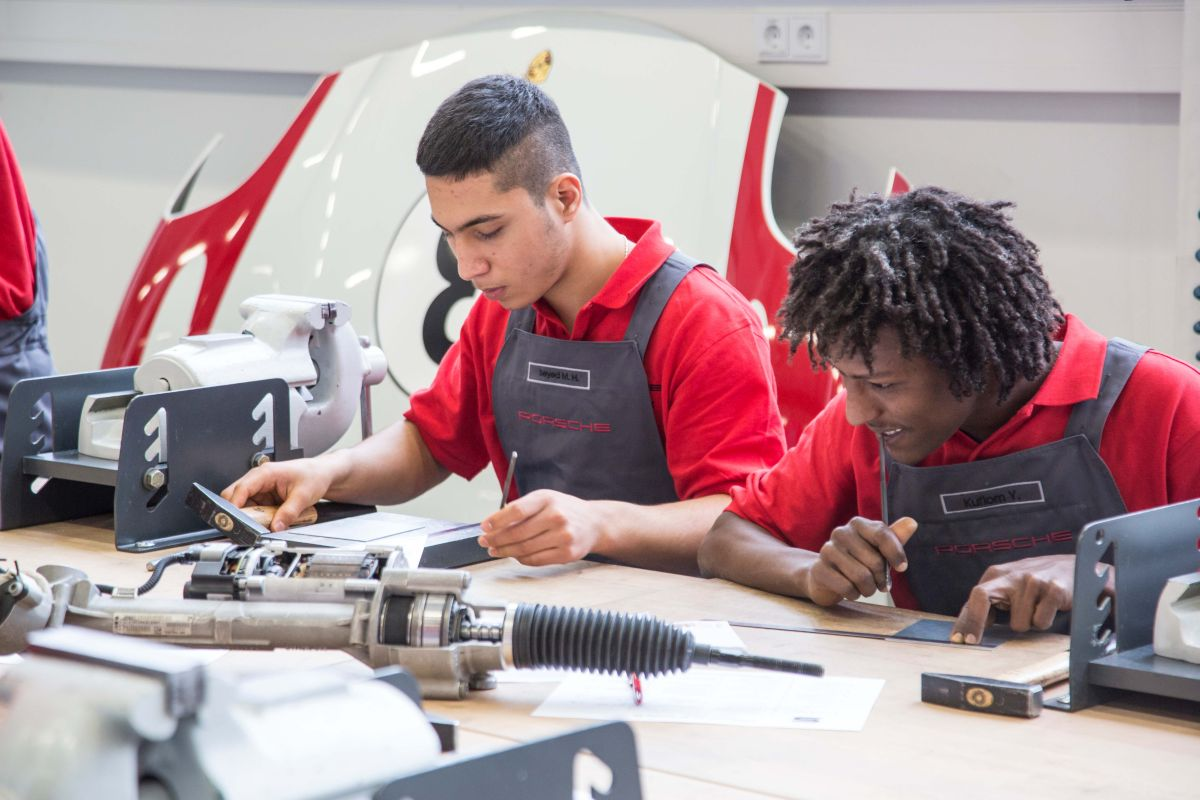 Porsche - Une première année d'intégration réussie pour des réfugiés