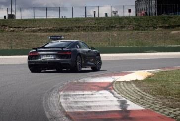 Vidéo – Audi Italia embauche d'une drôle de manière à bord d'une Audi R8 V10 plus sur circuit