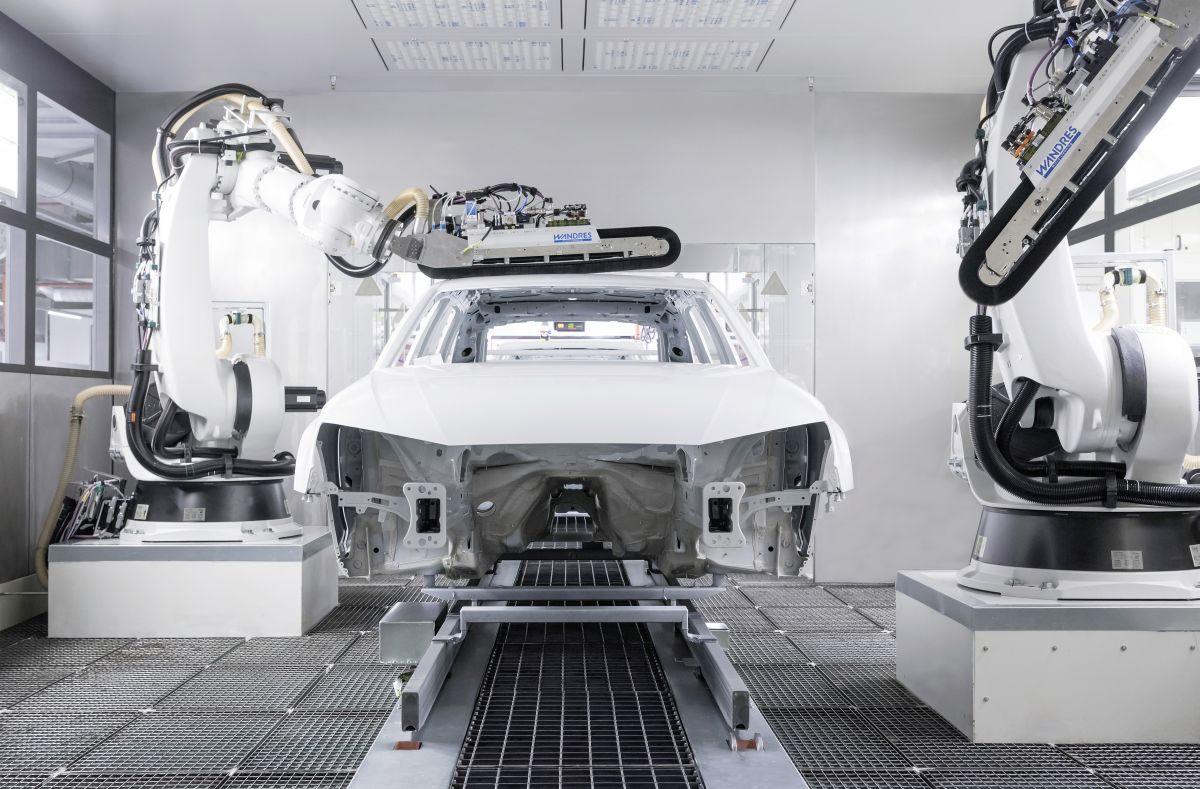 Deco Salon Blanc Beige Marron : Audi ouvre à Ingolstadt un nouvel atelier de peinture très efficient