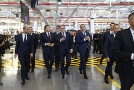 Le Premier ministre italien Matteo Renzi visite Lamborghini