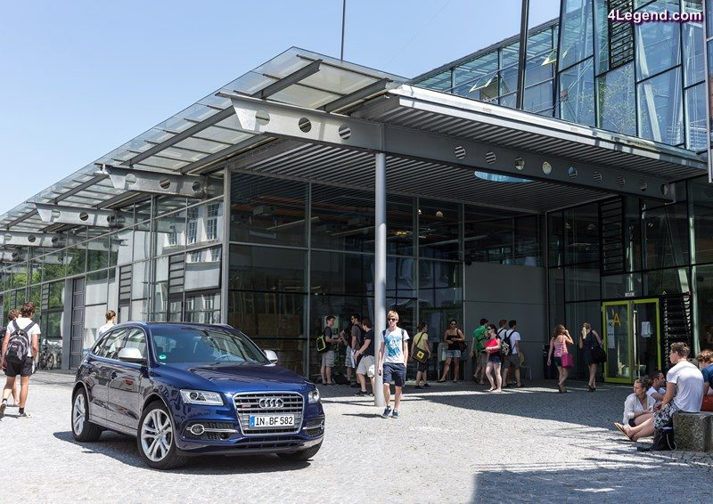 Audi SQ5 in front of Hochschule für angewandte Wissenschaften FH Ingolstadt Tags: students, university, college, engineering, studies, training, career, young people, location, master, bachelor, STEP, dual