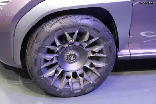 """Paris 2016 – Pneu concept """"Goodyear Urban CrossOver"""", spécialement développé pour le Lexus UX Concept"""