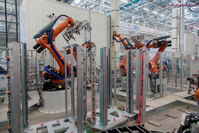 Progress in the plant of Audi México: the highly modern Kuka robots are installed