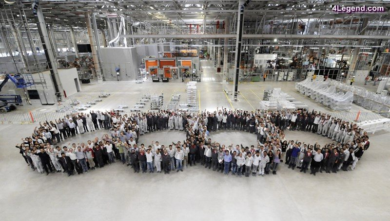 Workers on the occasion of the internal inauguration of the body shop.
