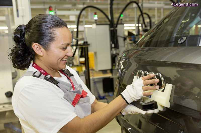 An employee in assembly at the Audi plant in San José Chiapa applies the Audi rings to the Audi Q5.