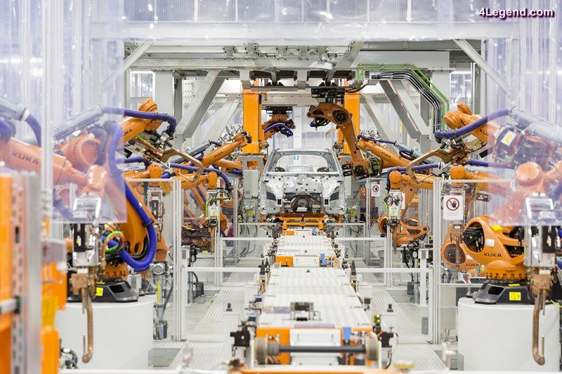 In the body shop at the Audi plant in San José Chiapa, robots of the latest generation assemble the bodies of the Audi Q5 with the most modern technology available.