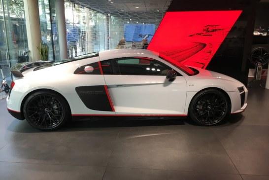 Audi R8 V10 plus selection 24h exposée à l'Audi City Paris