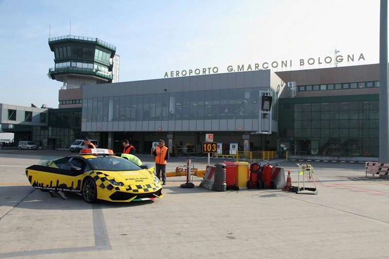 lamborghini-huracan-follow-me-car-aeroport-bologne-004