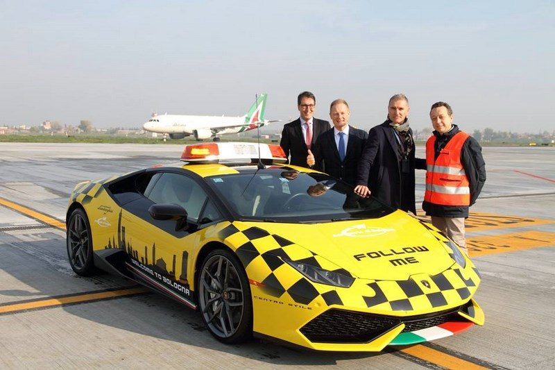 lamborghini-huracan-follow-me-car-aeroport-bologne-014