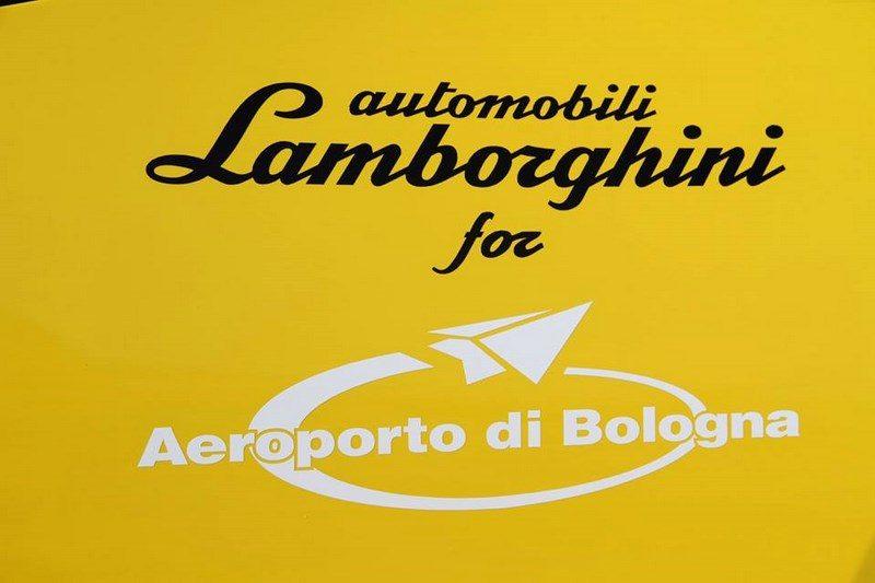 lamborghini-huracan-follow-me-car-aeroport-bologne-017