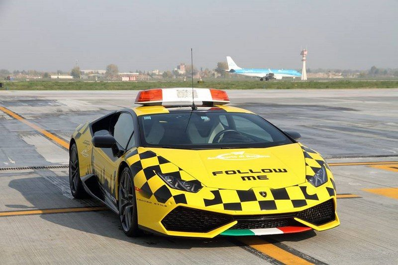 lamborghini-huracan-follow-me-car-aeroport-bologne-018